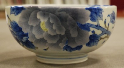 Bowl with design of peonies