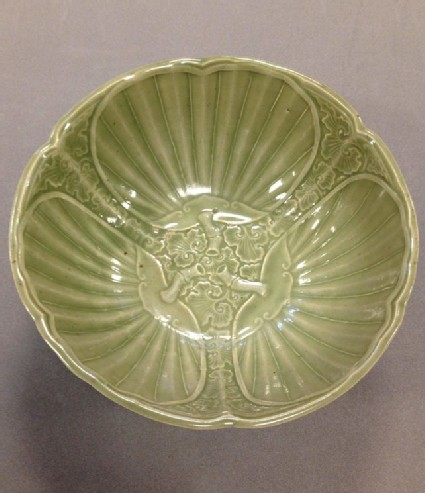 Bowl with design of fans and leaves
