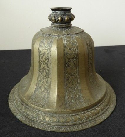 Bell-shape hookah base with plain and floral bands