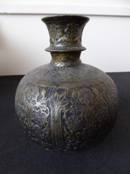 Spherical hookah base with flowering plant motifs