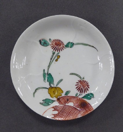 Dish with design of chrysanthemums