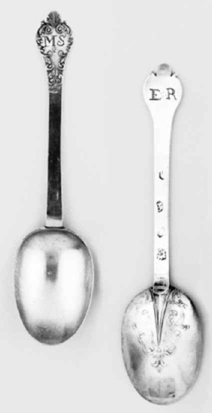 Lace-back trefid spoon, one of a pair