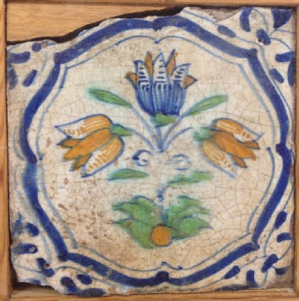 Tile with polychrome tulip
