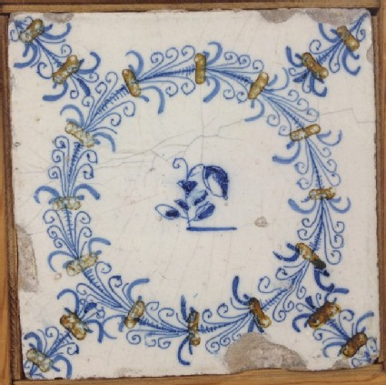 Tile with aigrette circle with small flower in centre