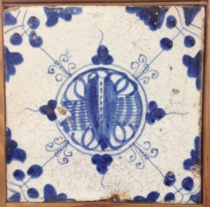 Tile with complex motif