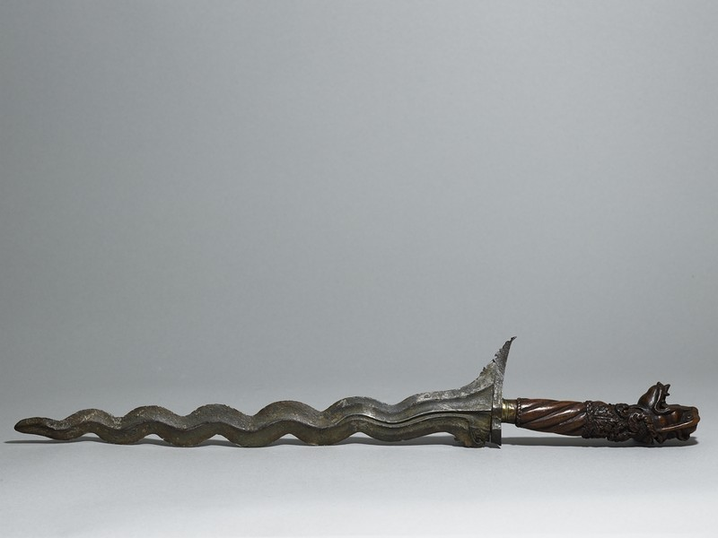 Ceremonial dagger or keris, with metal blade and wooden handle with carved decoration (AN1656.p.46.1.b, side)