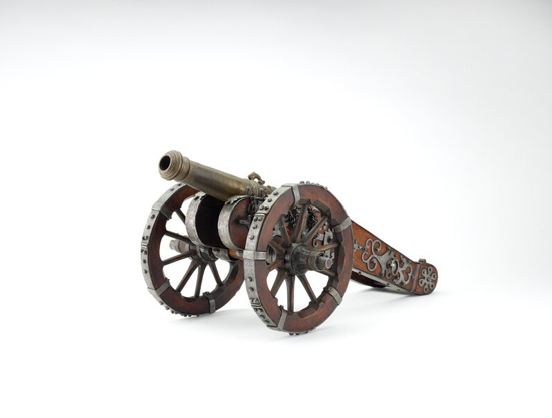 Model cannon with wooden carriage