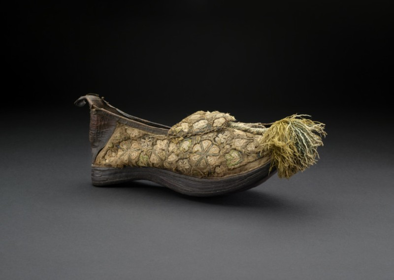 Man's shoe of cream cloth and-brown suede (AN1685.B.305, AN1685 B.305)