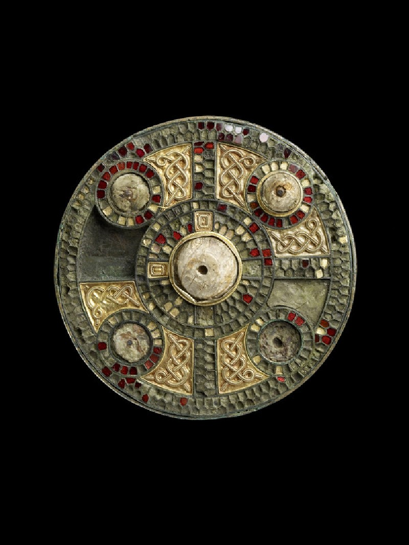 Disc brooch with cloisonne and garnets