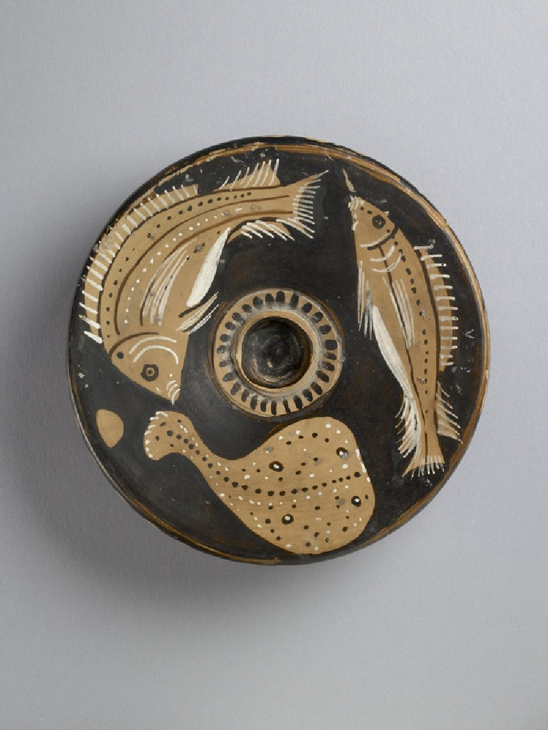 Campanian red-figure pottery pinax plate for serving fish: two sea-bream and a ray