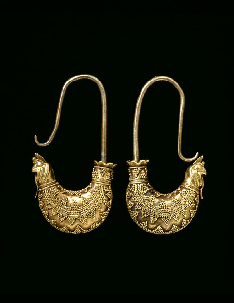 Pair of boat-shaped granulated gold earrings (AN1885.468)