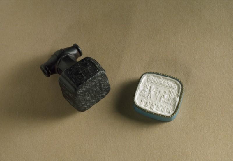 Hittite hammer seal (AN1889.318)