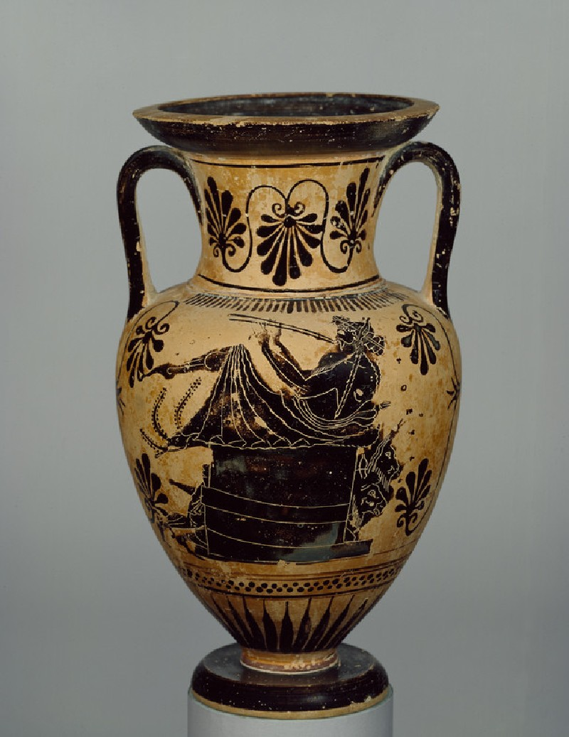 Attic black-figure pottery amphora depicting a mythological scene (AN1896-1908.G.240)