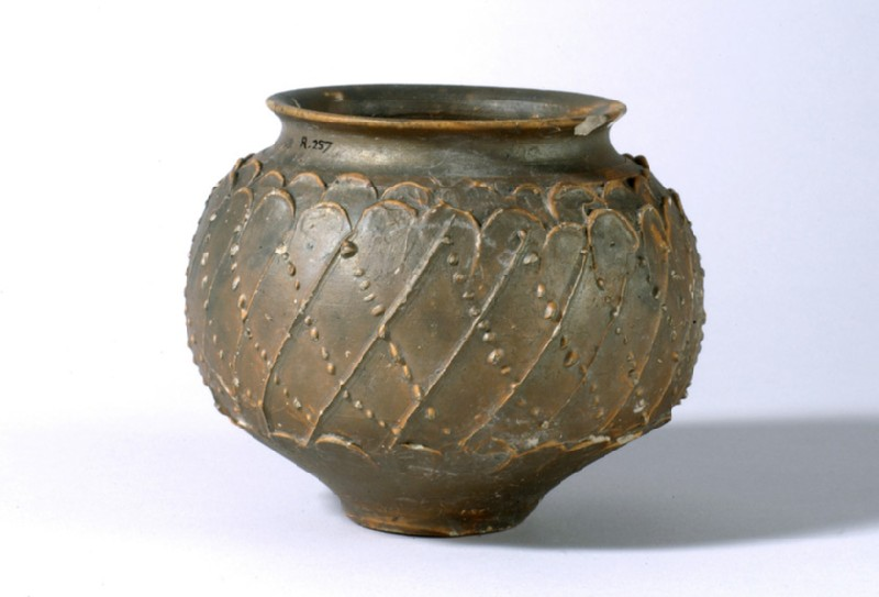Bowl decorated with barbotine dotted lines and a pattern resembling scales