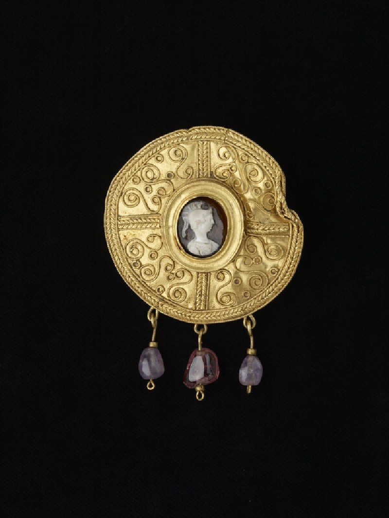 Disc brooch with cameo, helmeted figure perhaps Athena (AN1909.816)