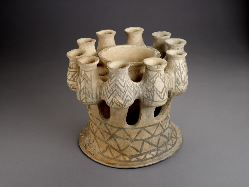 Kernos with ten containers and central bowl (AN1911.442)