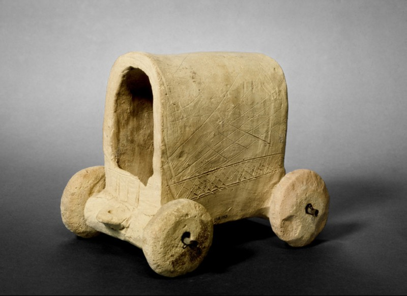 Model of a covered wagon (AN1913.183)
