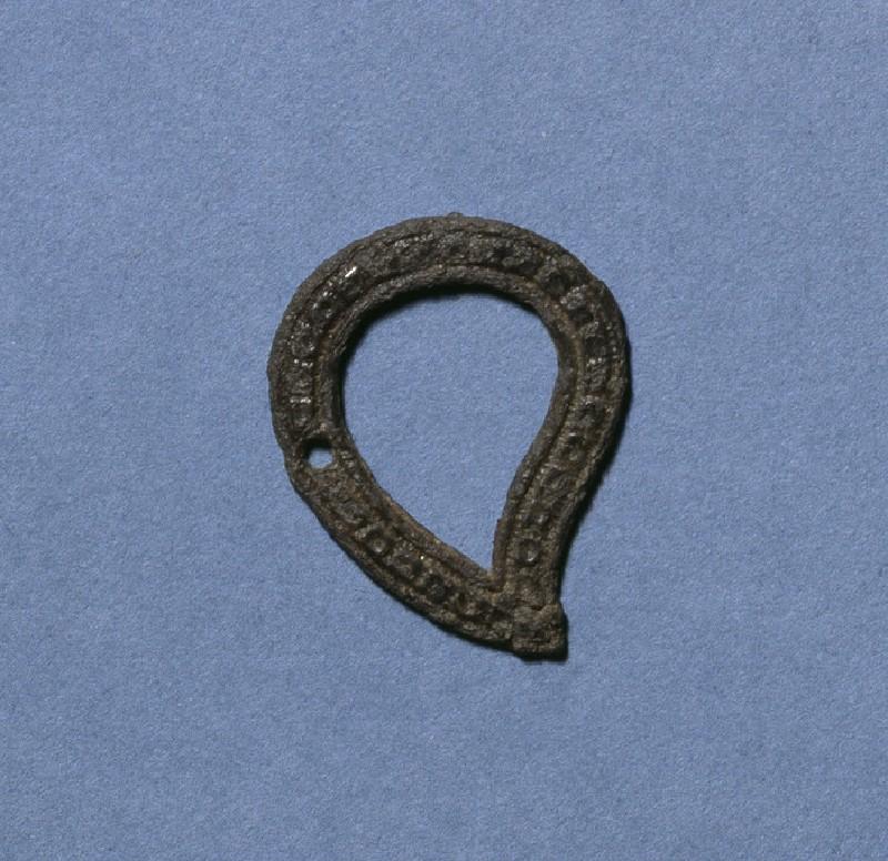 Tear-drop shaped brooch (AN1927.6339)