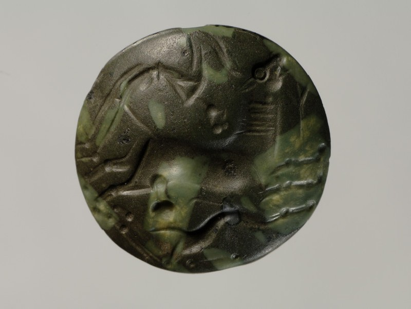 Lentoid seal depicting a bull capture scene