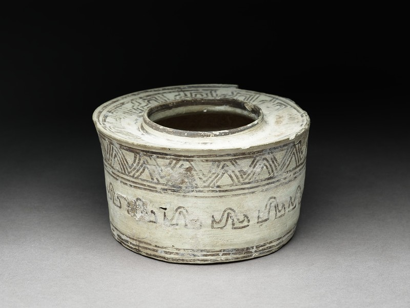 Canister with geometric motif (oblique          )