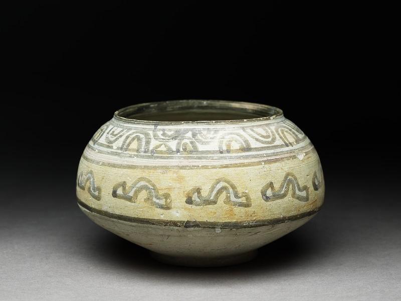 Bowl with geometric motif (oblique          )