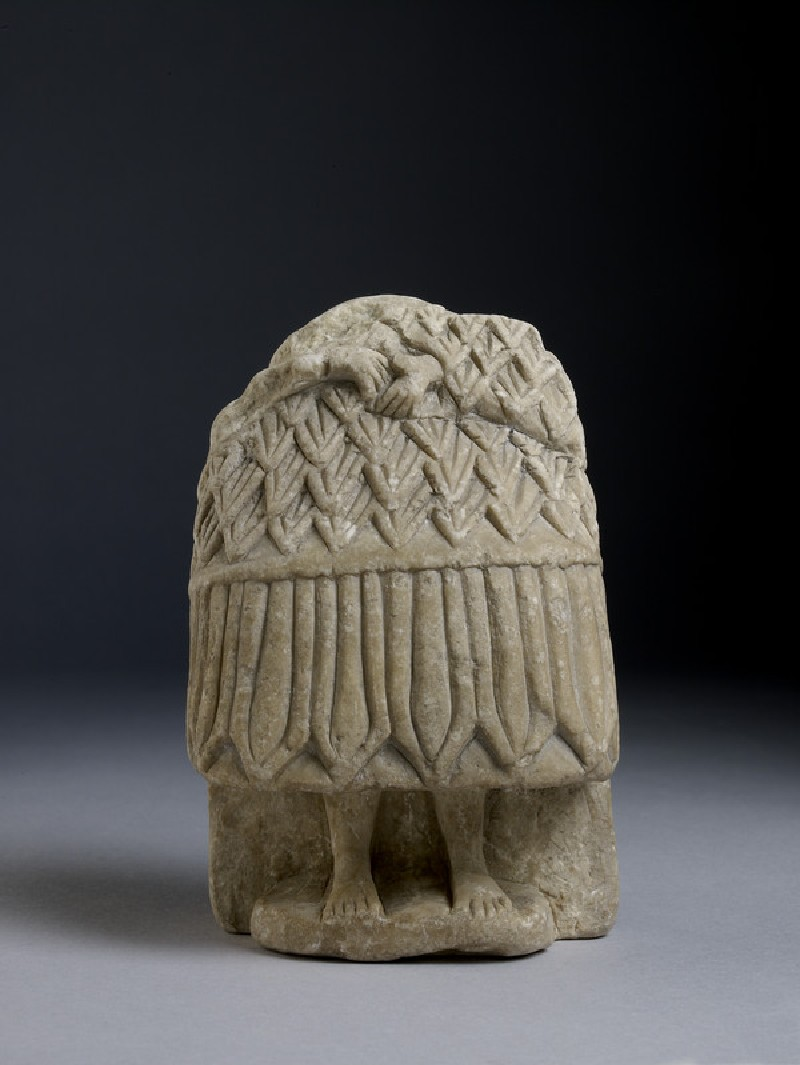 Fragment of a seated figure wearing a 'Kannakes' (AN1946.268)