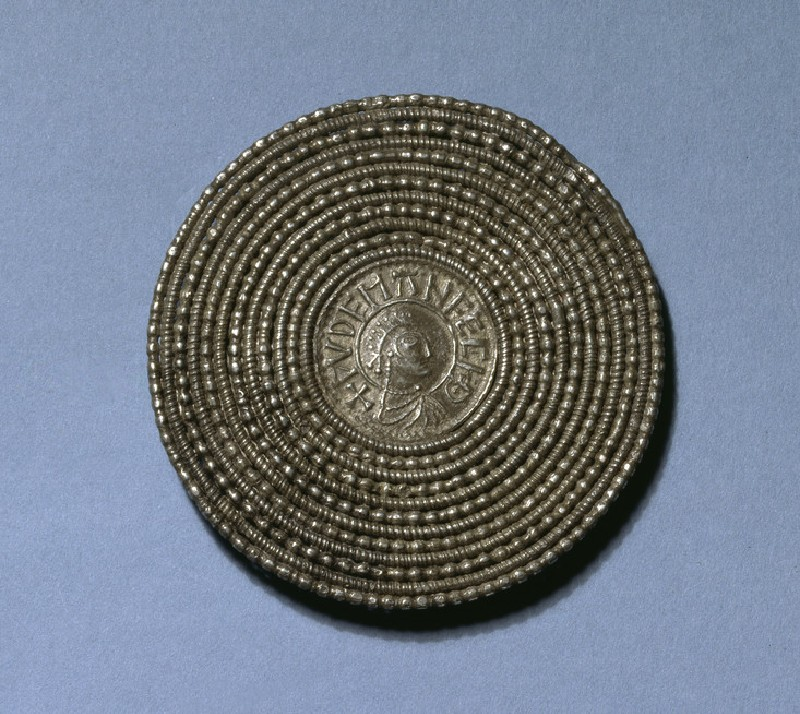 Circular brooch with coin type centre