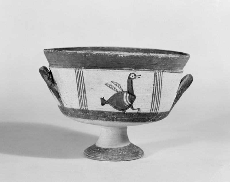 Bichrome stemmed bowl or cup with Ibis bird in Free-field style