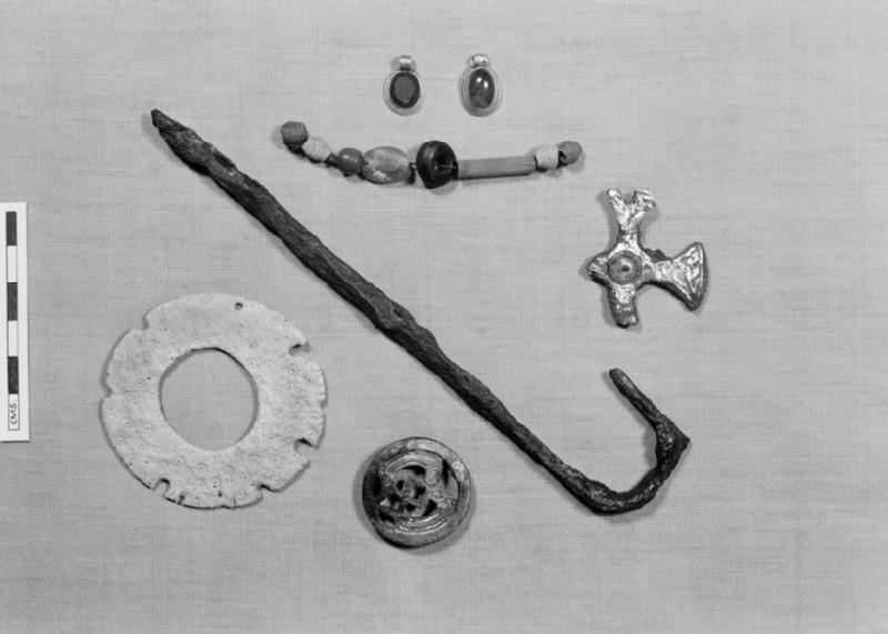 Pendant with garnet stone