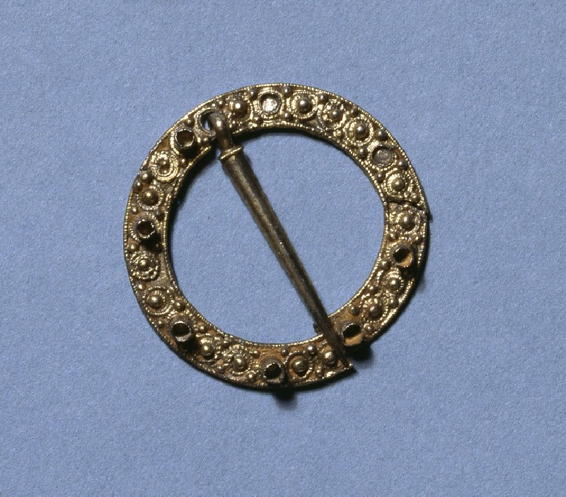 Medieval annular silver gilt brooch with filigree decoration of silver pearls