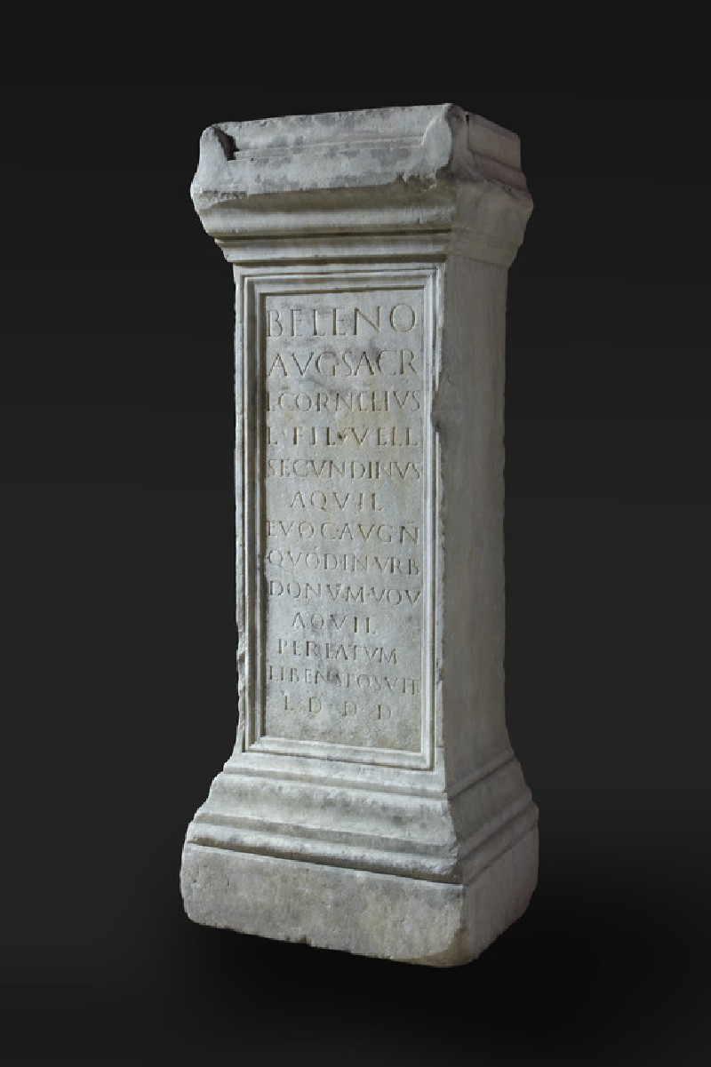 Altar with Latin inscription to Lucius Cornelius Secundinus (AN2008.46)