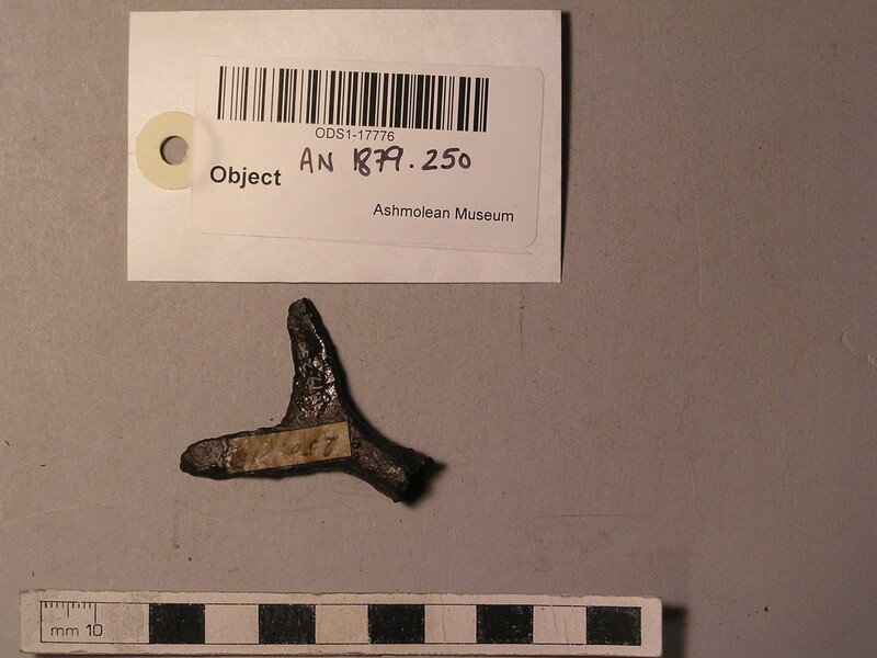 Arrowhead with crescent-shaped head (forker)