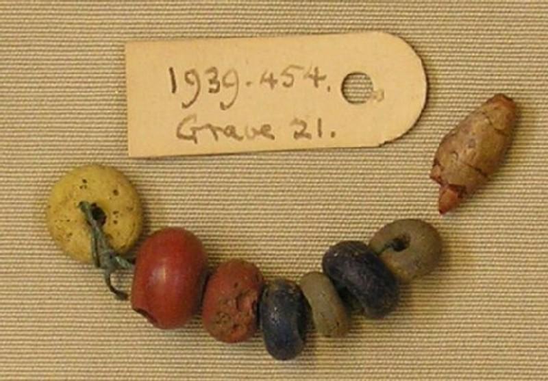 Strung beads (AN1939.454, record shot)