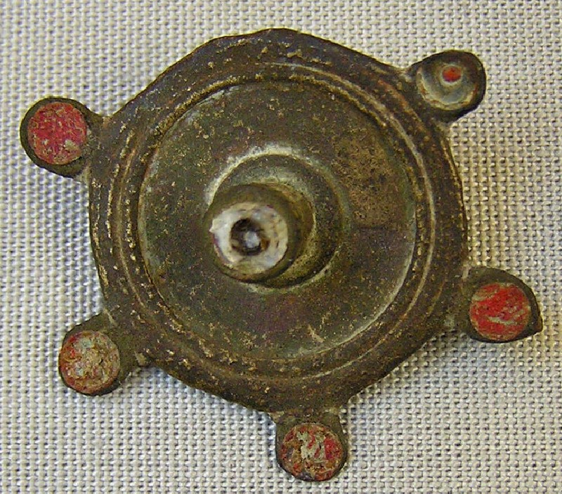 Brooch (AN1955.238, record shot)