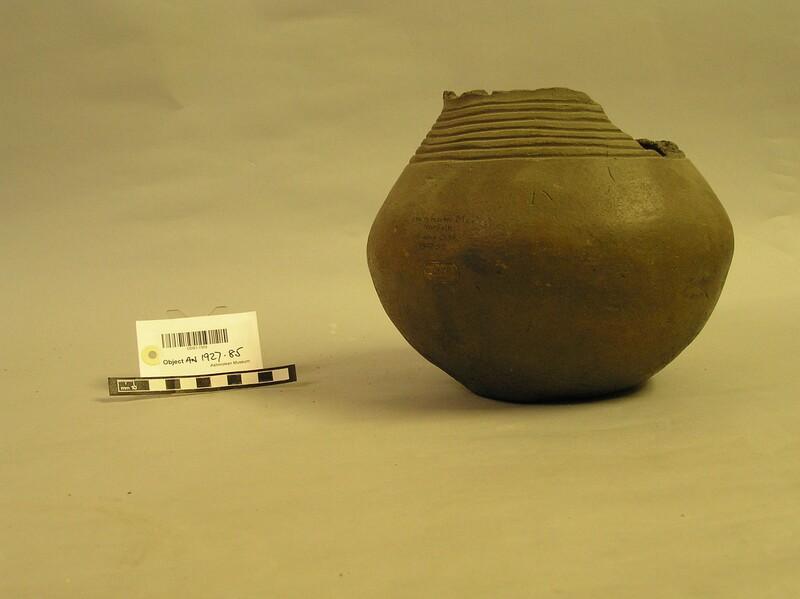 Urn (AN1927.85, record shot)