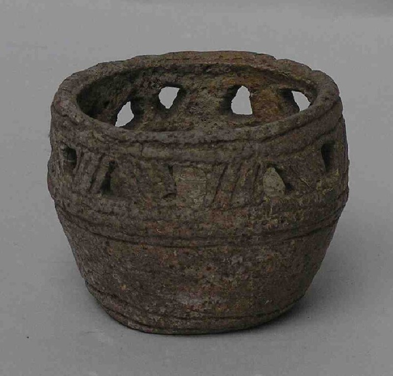 Accessory cup, also known as a pygmy cup