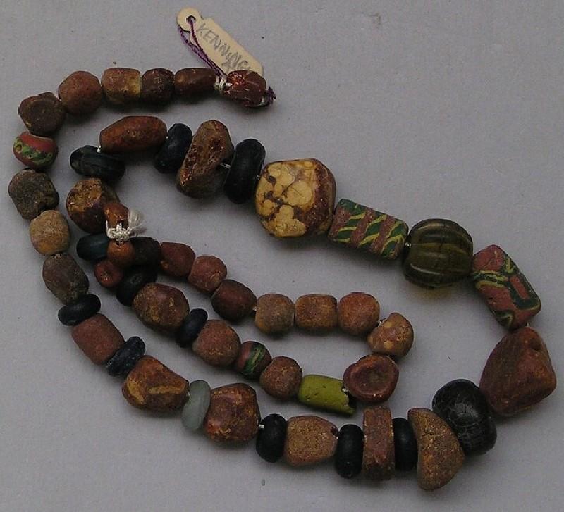 Strung beads (AN1909.353, record shot)