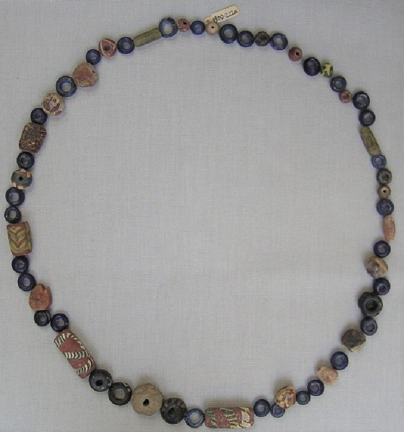 Strung beads (AN1909.222.a, record shot)