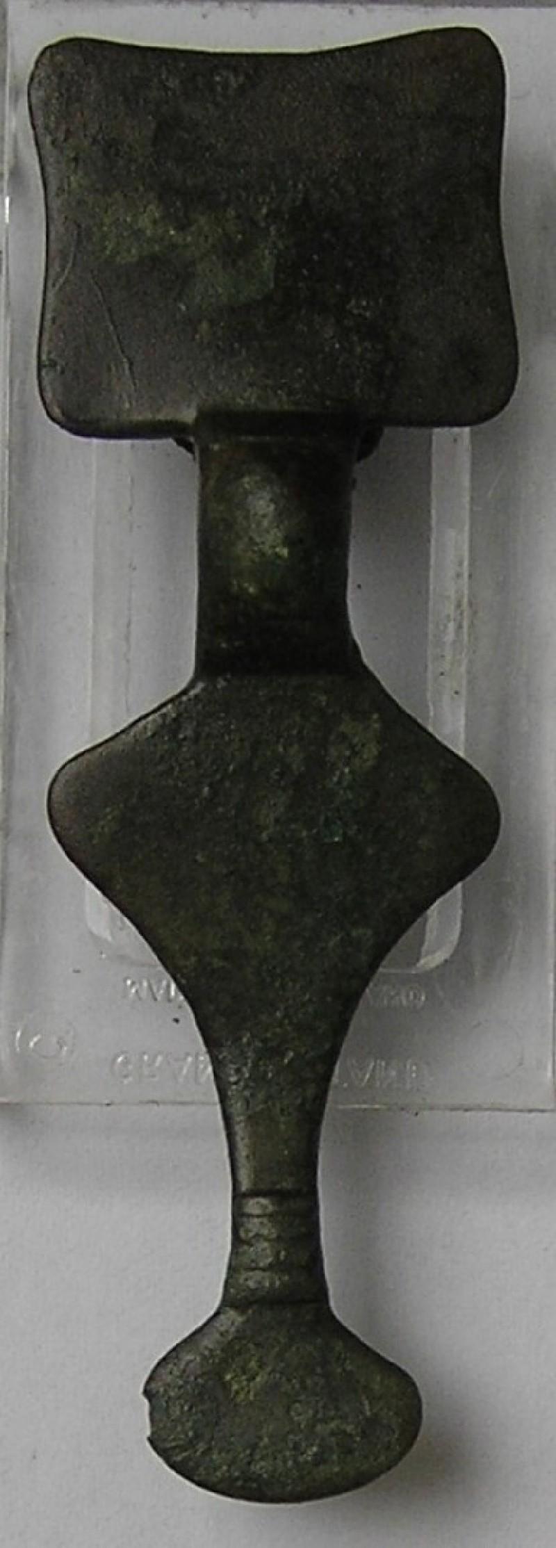 Small long brooch (AN1989.411, record shot)