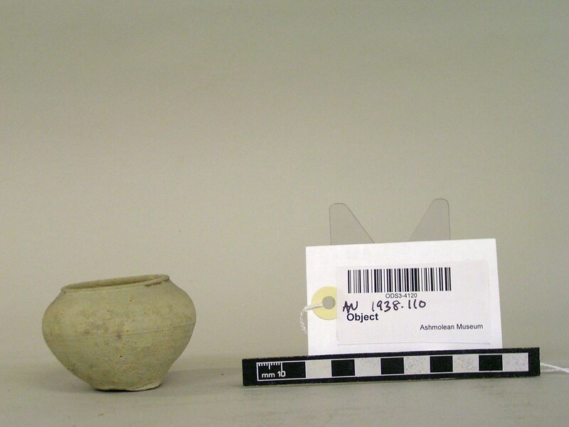 Ceramic pot (AN1938.110, record shot)
