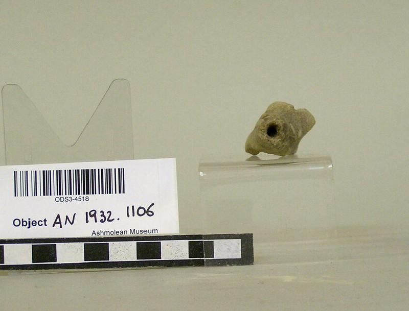 Animal figurine, head of a dog (AN1932.1106, record shot)
