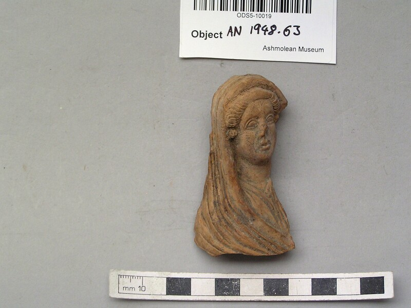 Head of female figurine with veil covering hair, back and shoulders (AN1948.63, record shot)