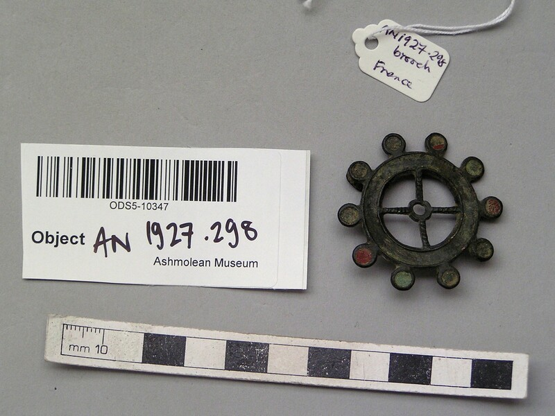 Brooch (AN1927.298, record shot)