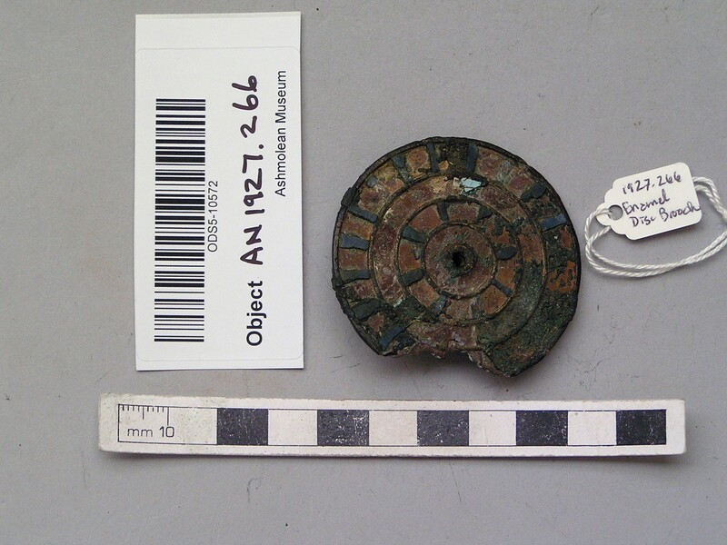 Circular brooch (AN1927.266, record shot)