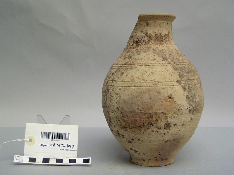 Vessel made from baked clay with incised ring pattern