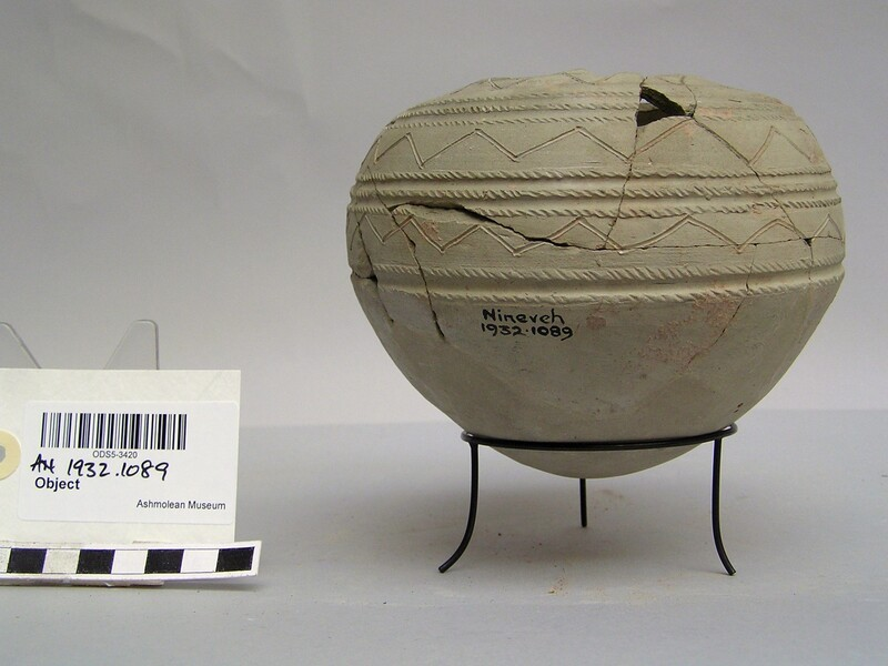 Pot with rounded bottom and incised pattern and rope-notching