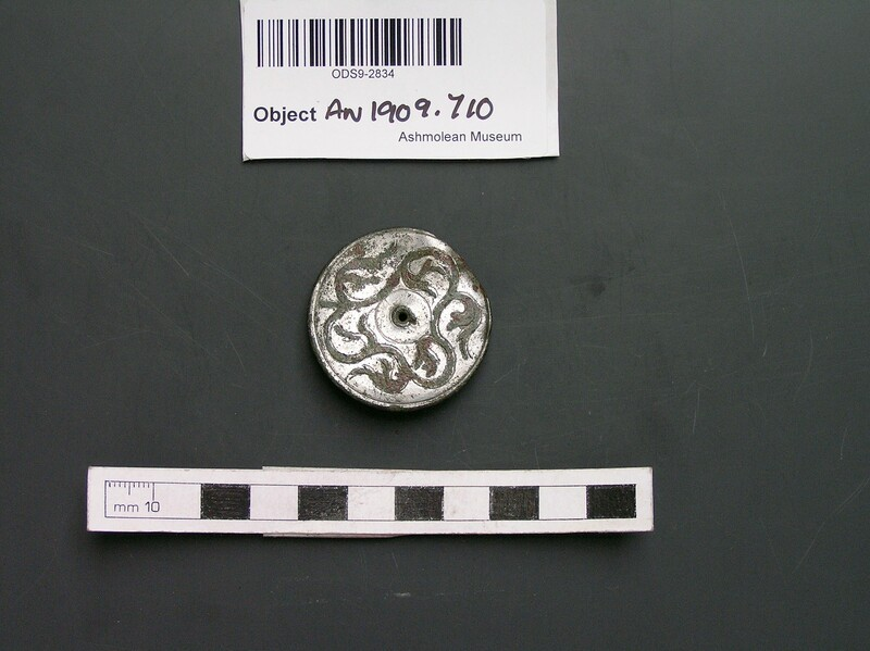 Brooch with tendril design