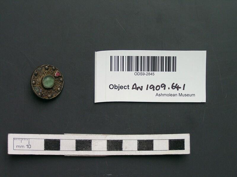 Brooch (AN1909.641, record shot)