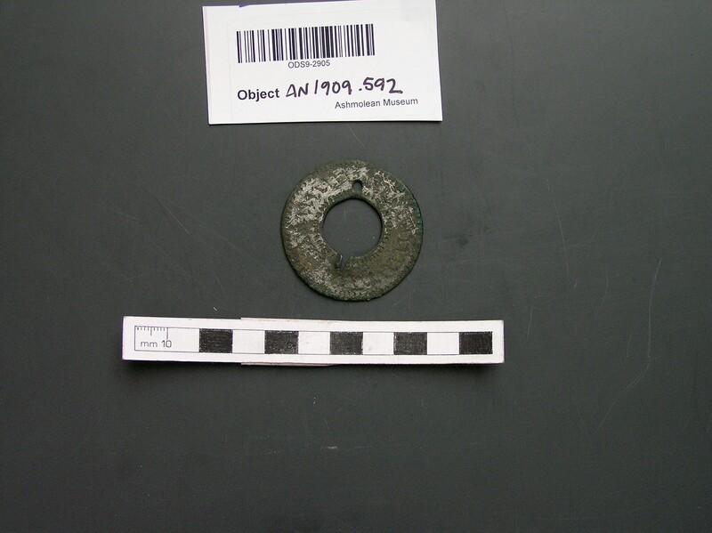 Ribbon-ring brooch (AN1909.592, record shot)