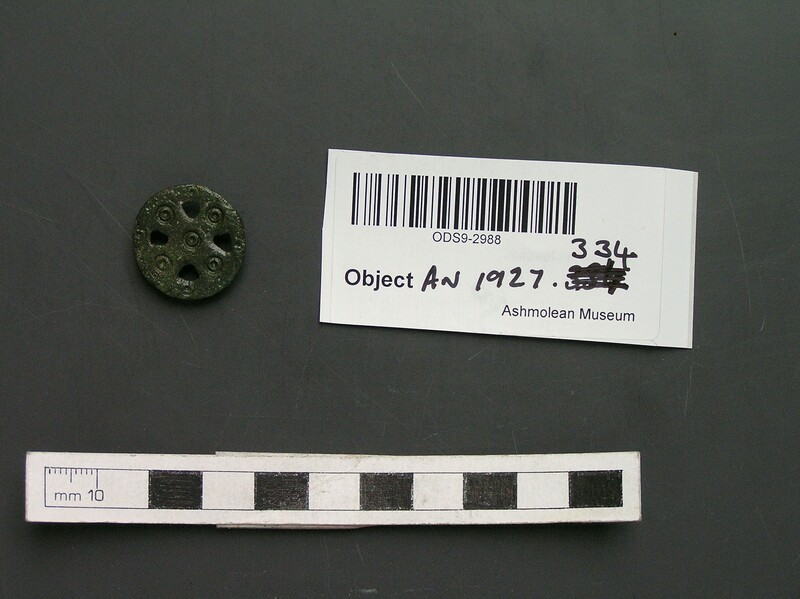 Brooch (AN1927.334, record shot)